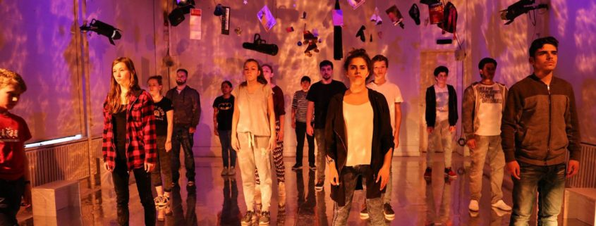 ACT-Theaterperformance von Jugendlichen